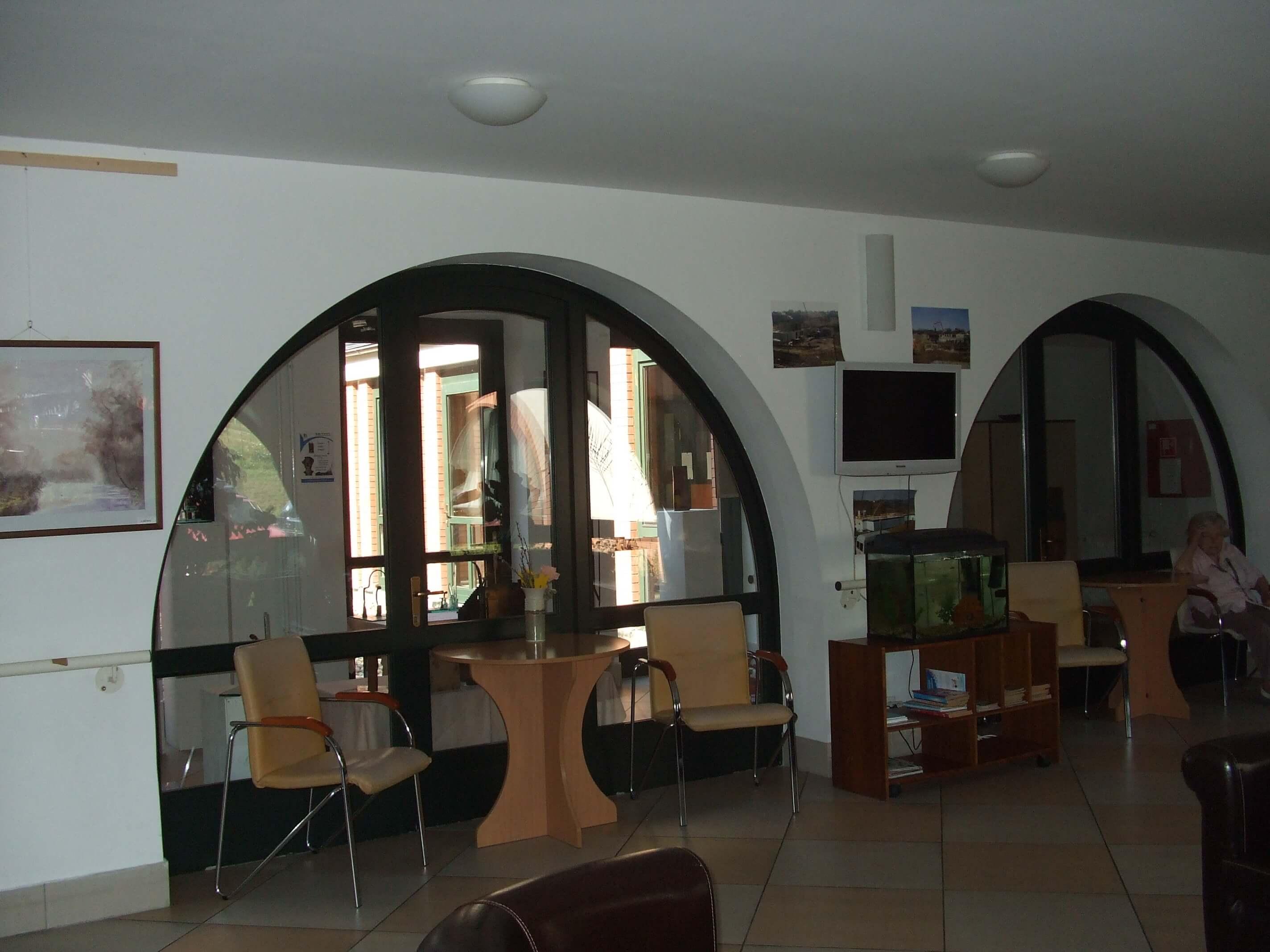 profil seniorenheim neben budapest. Black Bedroom Furniture Sets. Home Design Ideas