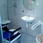 Badezimmer im Pflegeheim in Polen