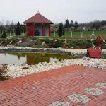 Seniorenparadies Garten mit Teich in Ungarn
