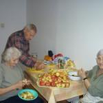 Apfel Ernte im Altenheim in Plattensee