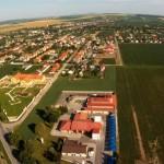 Luftaufnahme über Seniorenresidenz in Ungarn