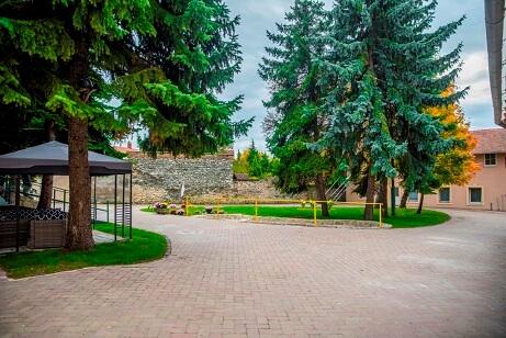 schöner Garten düe Senioren in Ungarn