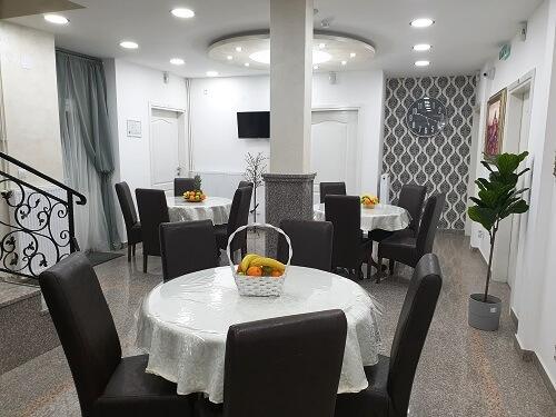 Speisesaal in Residenz in Serbien